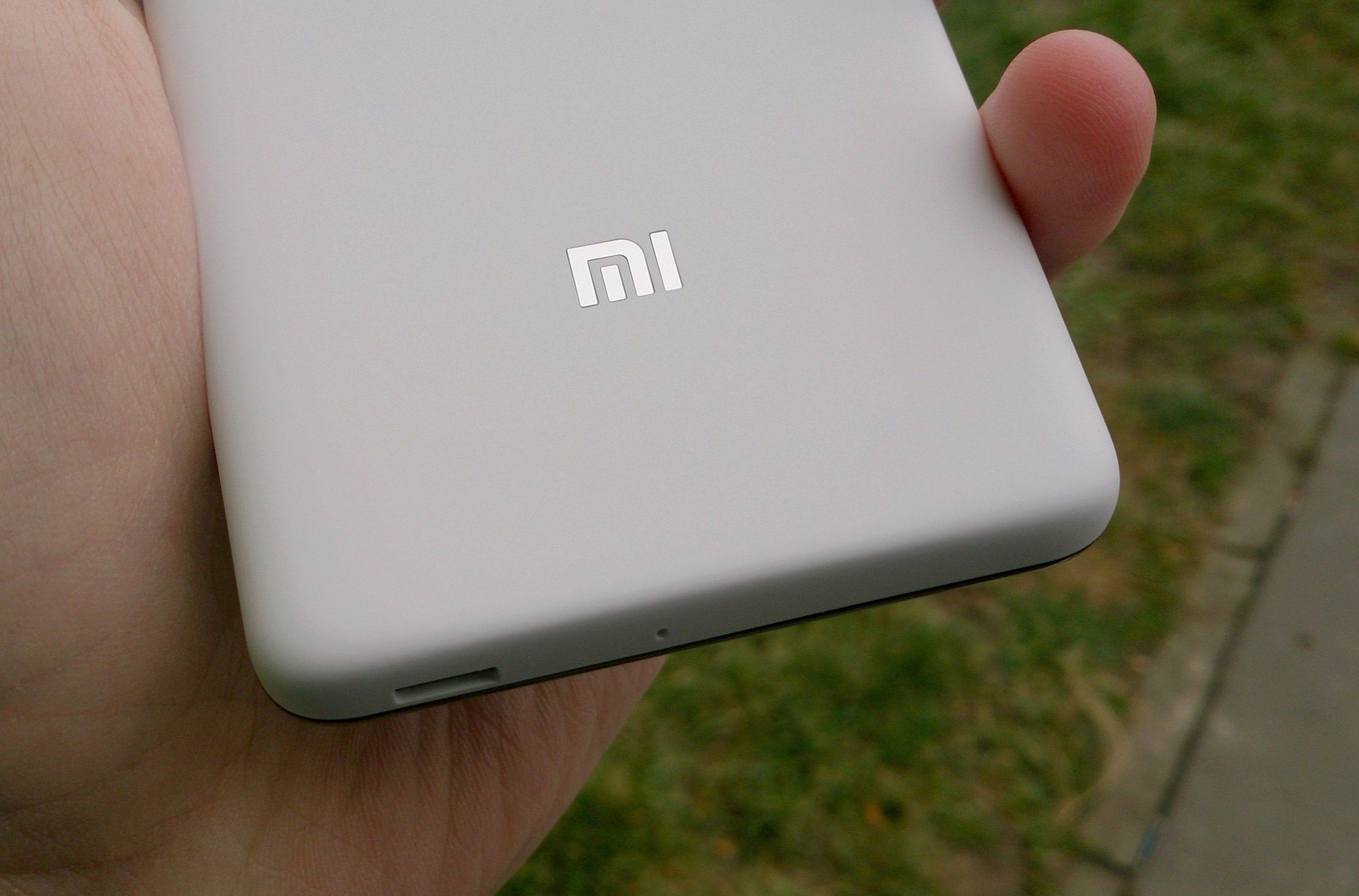 Xiaomi Redmi 2 – zadní strana, logo
