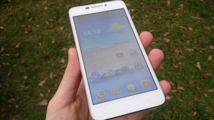 Huawei Ascend G630 - přední strana telefonu, displej
