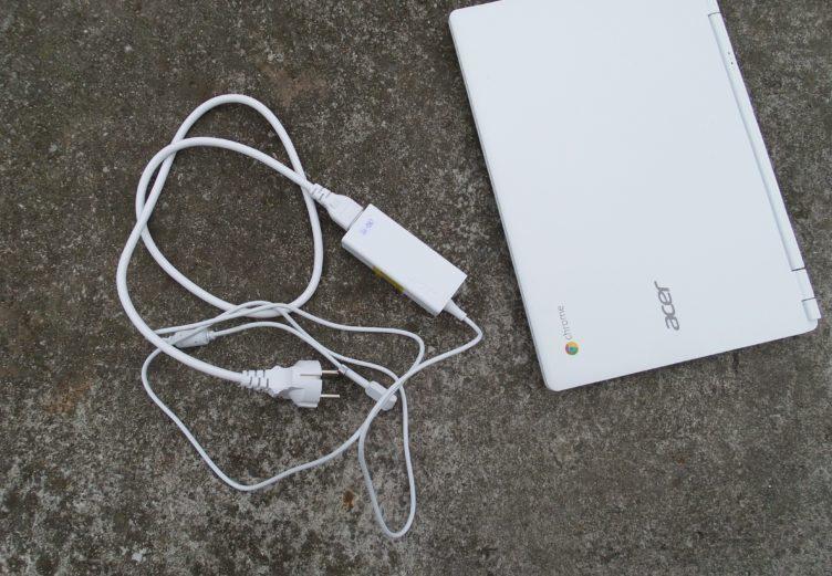 Acer Chromebook 13 obsah baleni