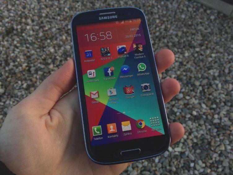 Samsung Galaxy S3 Neo - přední strana