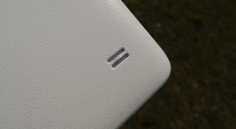 Huawei Ascend G620s - Hlasitý reproduktor na zádech přístroje
