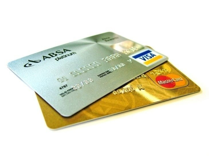 Doporučujeme zablokovat stávající a požádat o vydání nových platebních karet