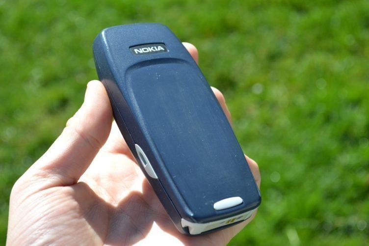 Nokia 3310 -  zadní strana telefonu (1)