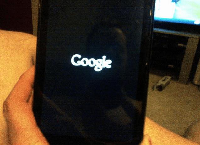 Nejčastěji jsou hlášeny problémy se zamrznutím Nexusu 7 na obrazovce s logem Google