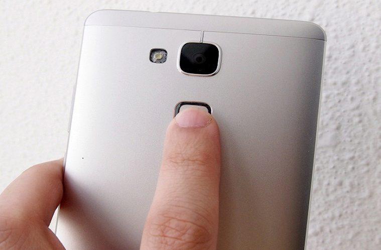 Huawei chysta snimace otisku prstu do levných telefonů