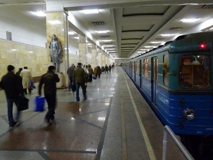 Ve vozech moskevského metra si nabijete mobilní telefon i tablet