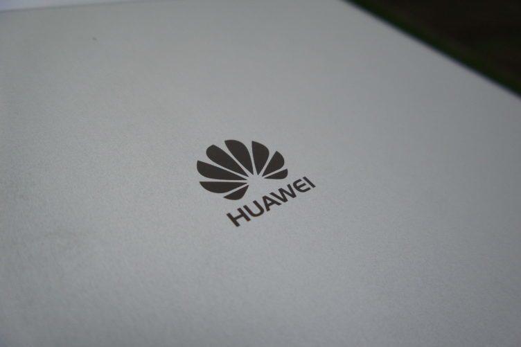 Huawei MediaPad T1 logo záda