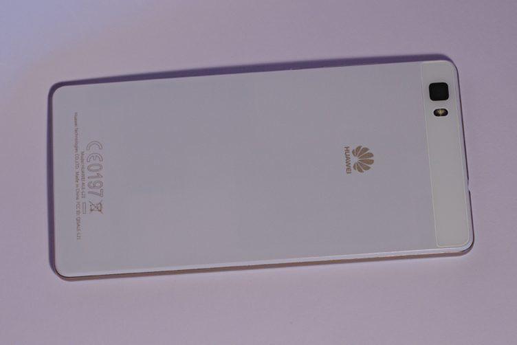 Huawei P8 Lite záda