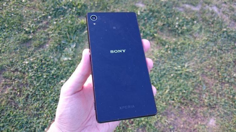 Sony Xperia Z3+ - záda telefonu