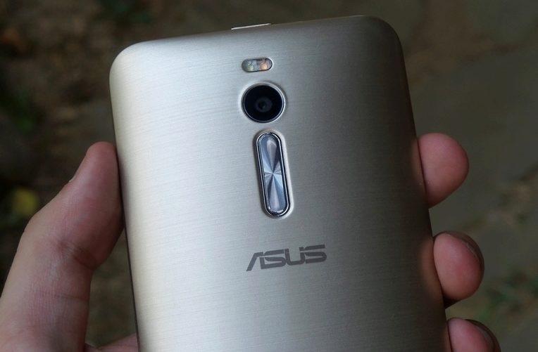 Asus Zenfone 2 – kolébka hlasitosti, zadní fotoaparát a přisvětlovací LED dioda