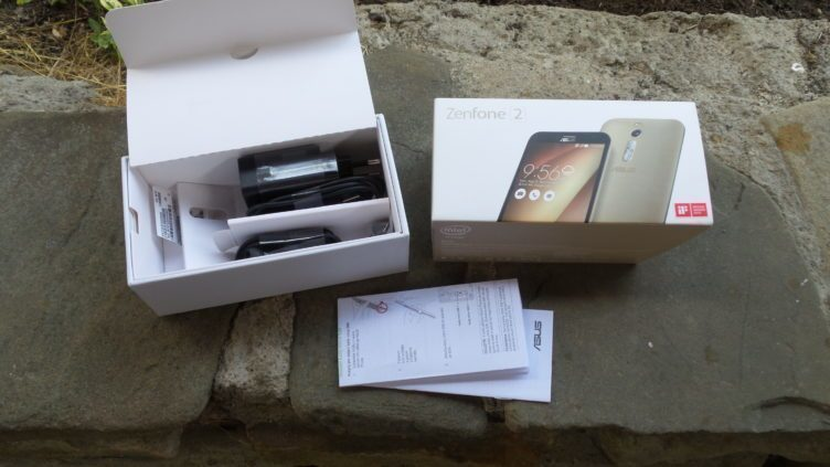 Asus Zenfone 2 - obsah balení