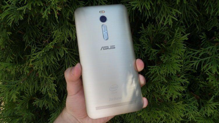 Asus Zenfone 2 - zadní strana