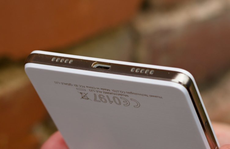 Huawei P8 Lite hlasitý reproduktor