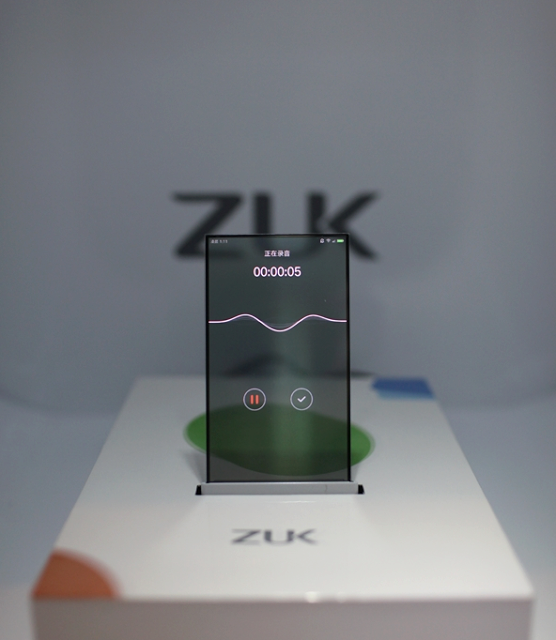 Transparentní displej prototypu ZUK