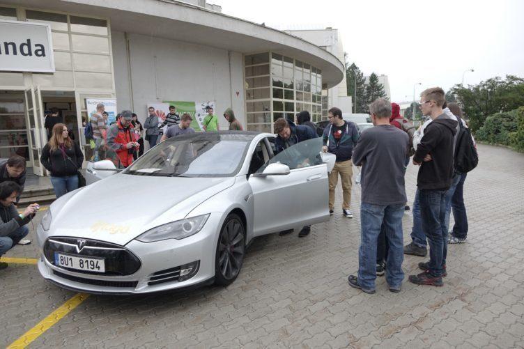Alza Android RoadShow 2105 Brno - Tesla S (2)