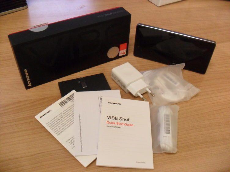 Lenovo Vibe Shot - obsah balení