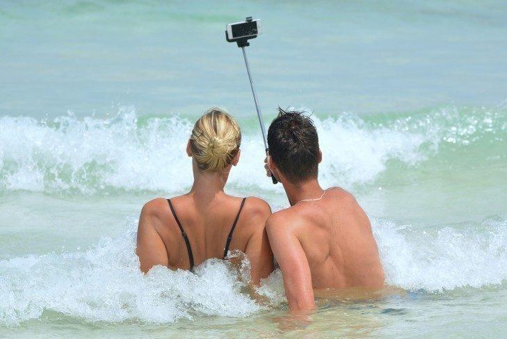Na některých místech již zakázali selfie tyče