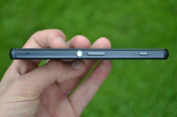 Sony chválíme za hardwarovou spoušť fotoaparátu