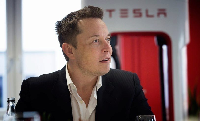 internet Apple kontra Tesla - Elon Musk