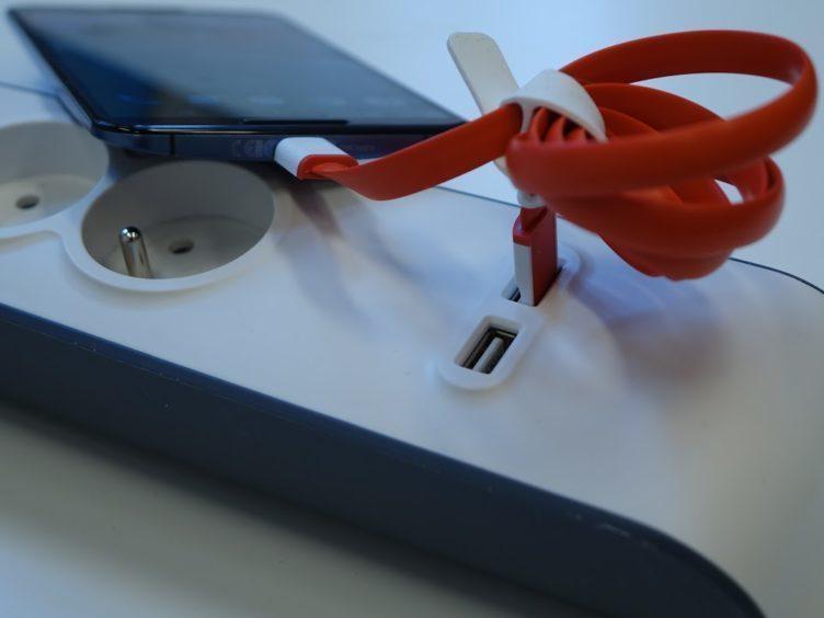 Belkin SurgeStrip - Průběh nabíjení pomocí USB