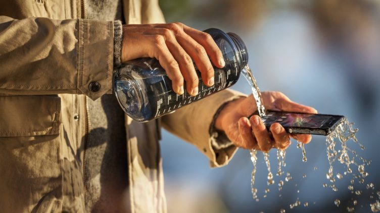 Sony dlouho stavěla odolnost proti vodě jako svou konkurenční výhodu