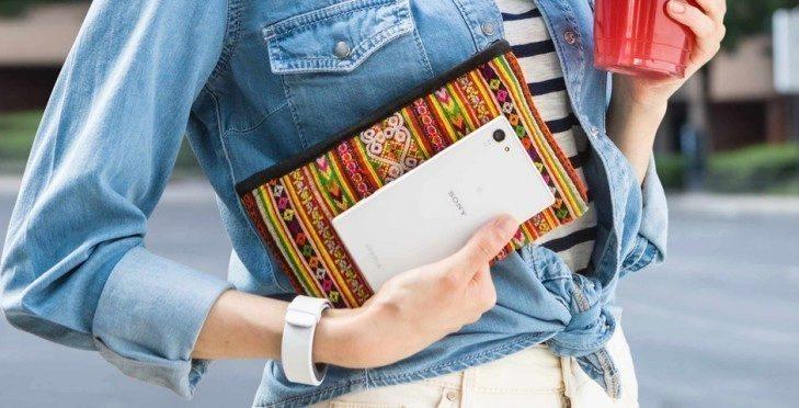Problém s obrazovkou se projevuje pouze u bílé varianty smartphonu Sony Xperia Z5 Compact