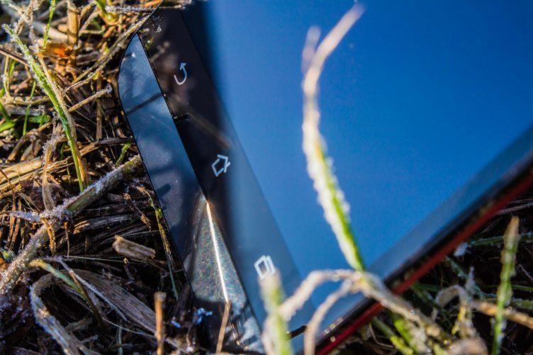 Asus ZenFone 2 Laser - tlustý rámeček pod displejem