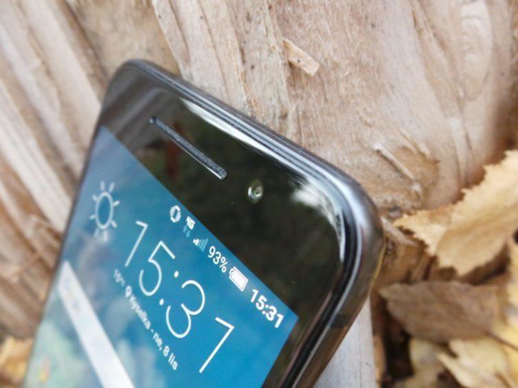 HTC One A9 - Displej, sluchátko, přední fotoaparát