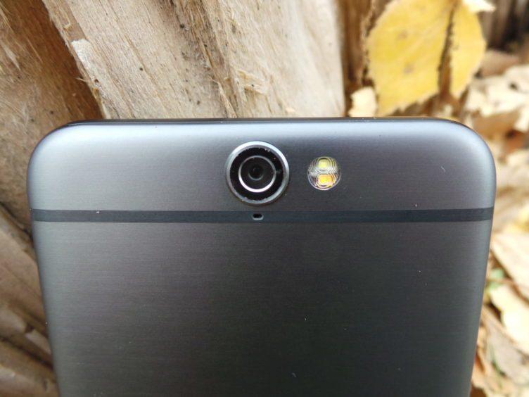HTC One A9 - konstrukce, čočka fotoaparátu, dual LED dioda