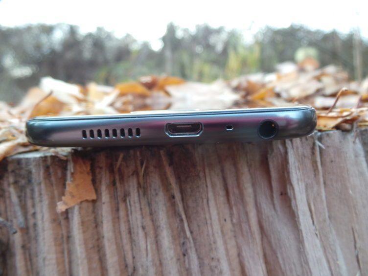 HTC One A9 - konstrukce, nabíjecí konektor, reproduktor, 3,5 mm jack
