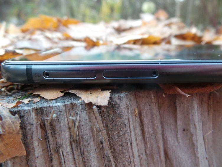 HTC One A9 - konstrukce, sloty karet