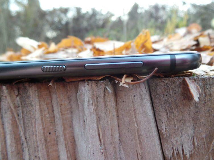 HTC One A9 - konstrukce, tlačítka hlasitosti, zámek