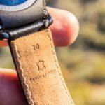 Samsung Gear S2 – pásek je z kůže