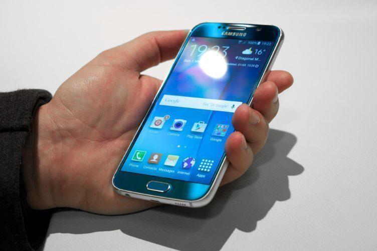 Čtečku otisků prstů má například Samsung Galaxy S6