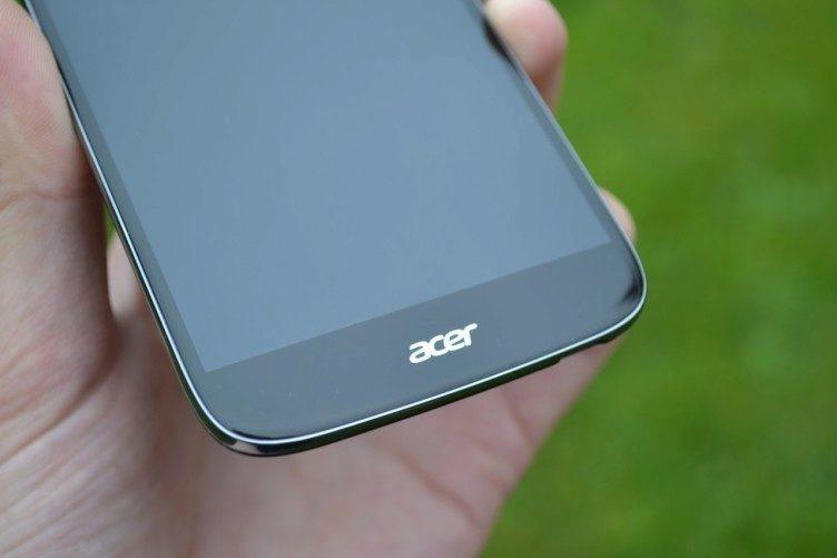 Spodní brada nabídne pouze logo Acer, tlačítka se přesunula na displej telefonu