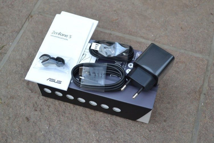 Asus Zenfone 5 -  obsah balení