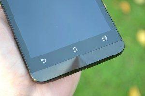 Asus Zenfone 5 - senzorová tlačítka (2)