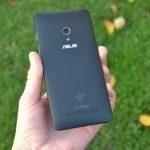 Asus Zenfone 5 – zadní strana telefonu (2)