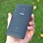 Asus Zenfone 5 – zadní strana telefonu (3)