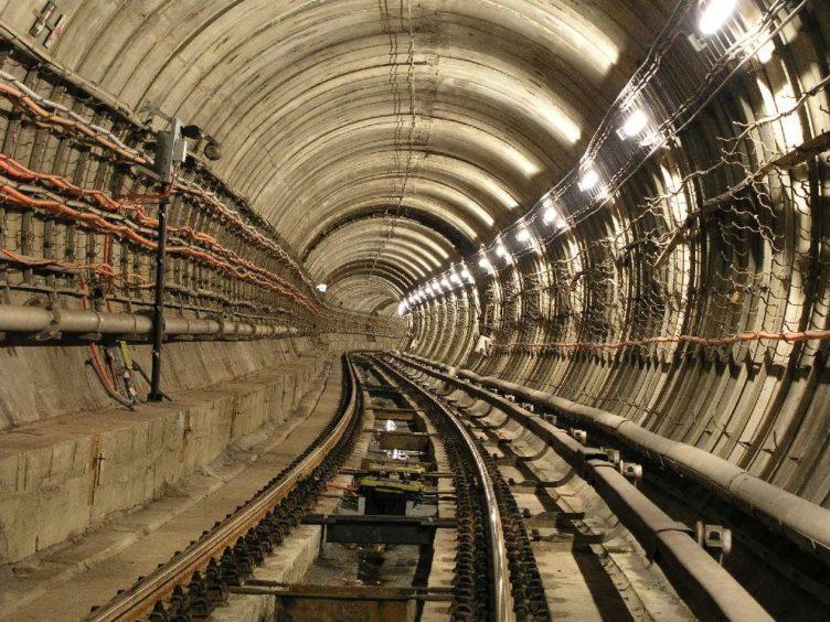 V tunelech pražského metra si zatím nezavoláte (foto: Michal Kuty)