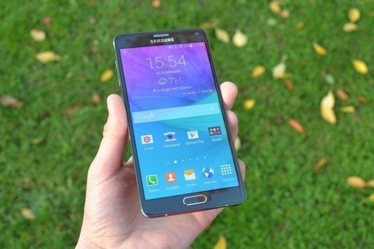 Samsung Galaxy Note 4 - přední strana, displej (3)