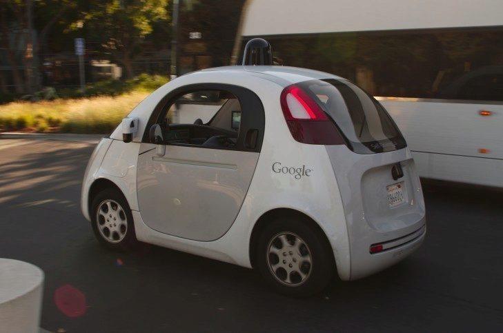 Projekt Googlu se zatím jeví jako nejzralejší a nejblíže masové produkci
