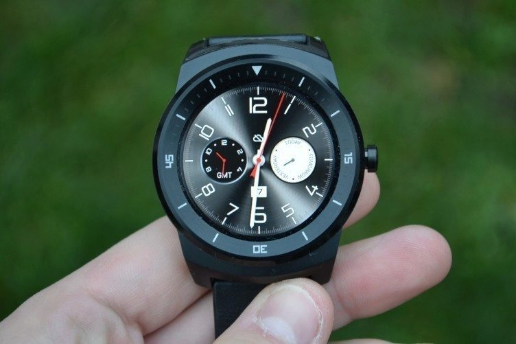 LG G Watch R - displej (2)