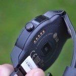 LG G Watch R – ovládací tlačítko