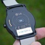 LG G Watch R – zadní strana