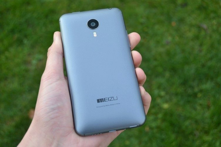 Meizu MX4 -  zadní strana telefonu (1)