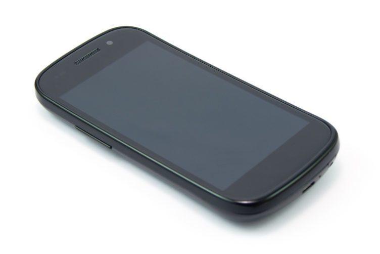 Zahnutý displej (respektive krycí sklo) měl již v roce 2010 Google Nexus S