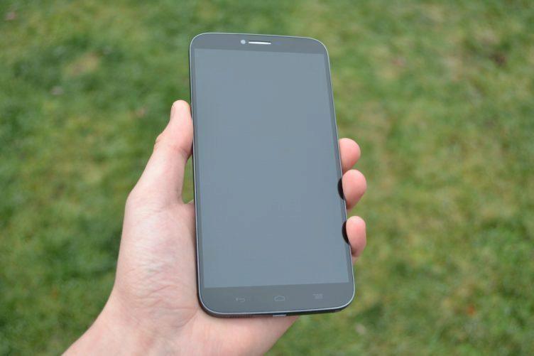 Alcatel One Touch Hero 2 - přední strana telefonu (3)