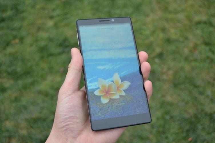 Lenovo Vibe Z2 Pro - přední strana telefonu (2)