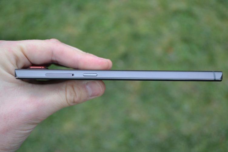 Lenovo Vibe Z2 Pro - pravá strana telefonu